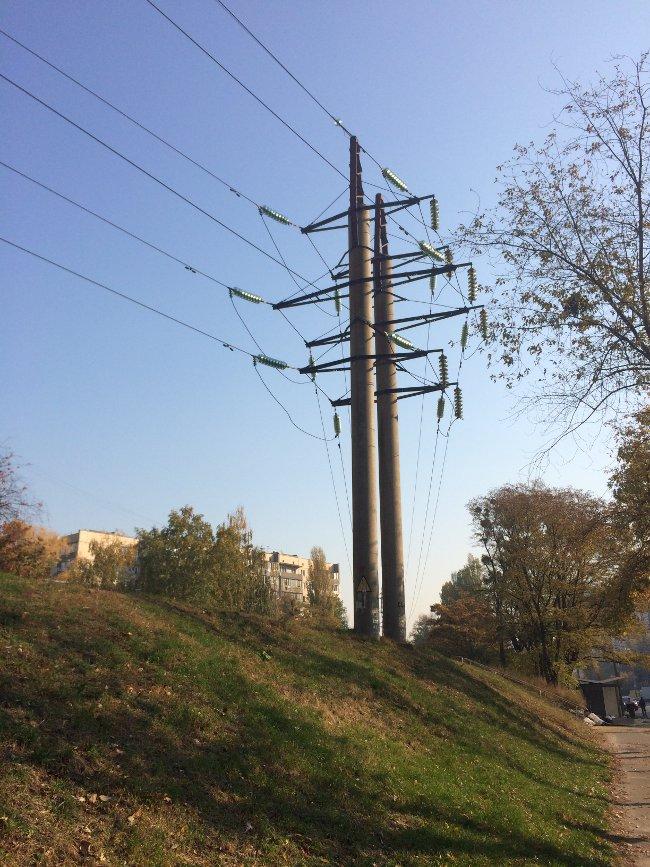 Высоковольтный кабель NA2XS(F)2Y необходим для замены воздушных высоковольтных линий от электростанции до производственного цеха, торгового центра или жилого здания